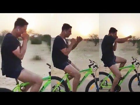 Akshay Kumar Cycle STUNT Will Amaze You