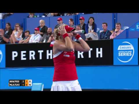 Federer accidentally gets hit by Bencic - Mastercard Hopman Cup 2017