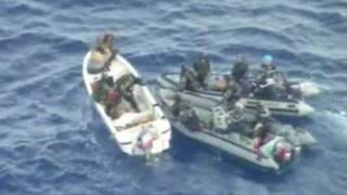 Video shows French capturing Somali pirates thumbnail