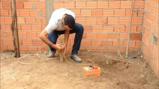 Como nivelar terreno utilizando mangueira de nivel parte 1