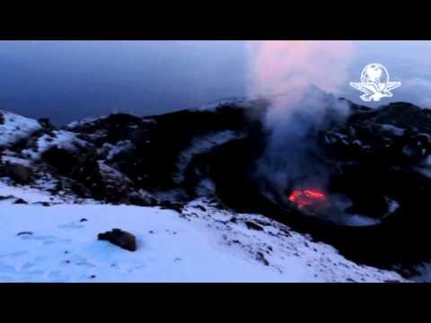 Alpinistas graban video del cráter del Popo en erupción