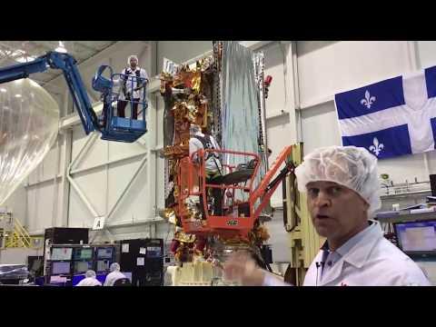 Visite en coulisses des installations d'essais de satellites de MDA.