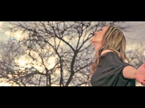 Juanita du Plessis – Kaalvoetkind (OFFICIAL MUSIC VIDEO)