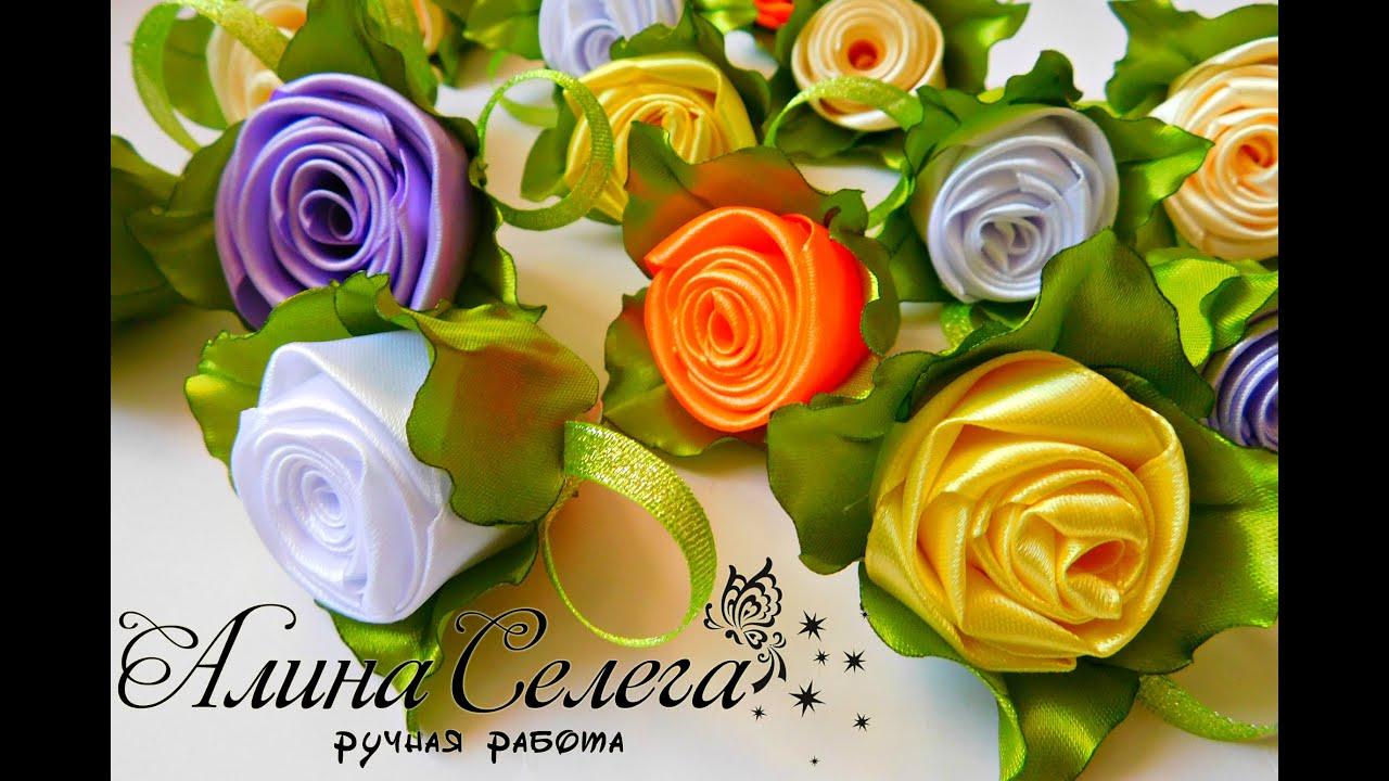 Шмель в бутоне розы поза