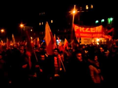 Marsz Niepodległości 2012 - przemarsz przez Plac Konstytucji