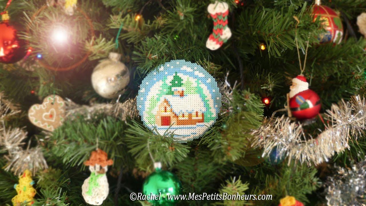 Boule de no l en perles hama mini maisonnette sous la - Decoration boule de noel en polystyrene ...