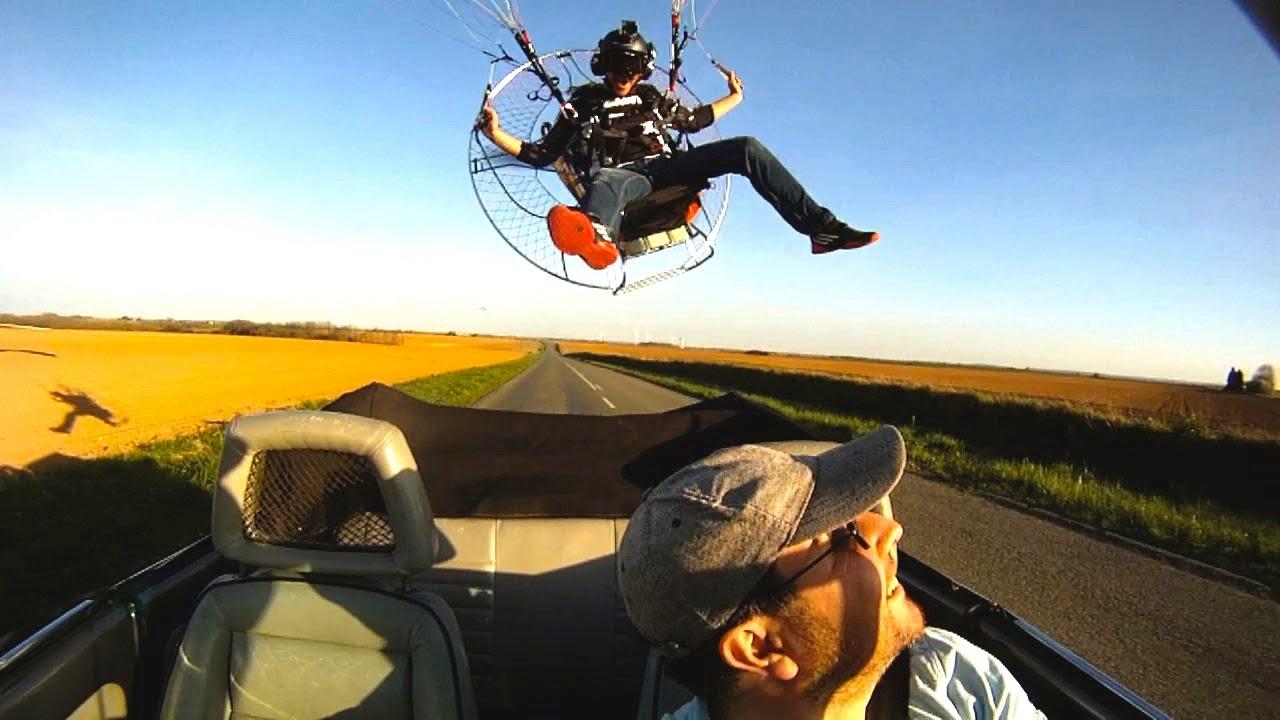 Parachute, paramoteur et bande de copains