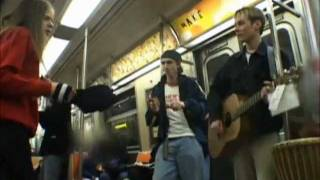 Avril singing in a subway (rare!)