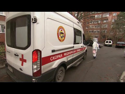 В России за сутки выявили 27100 новых случаев коронавируса.
