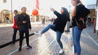 FUßBALL CHALLENGE AUF DER STRAßE!! ⚽😎   Street Comedy
