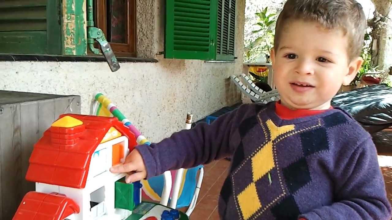 Beb de 1 a o y medio jugando con los juguetes youtube for Jardineira bebe 1 ano