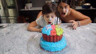 PENELOPE MAKES THE MOST AMAZING RAINBOW CAKE!