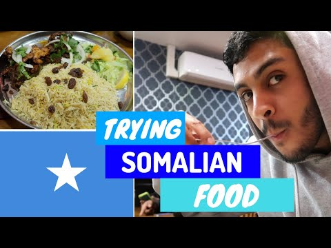 TRYING SOMALI FOOD! *BANANA AND RICE*