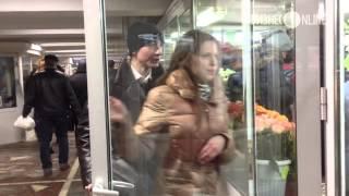 В Казани в цветочных магазинах царит ажиотаж(Сегодня последний рабочий день перед международным женским днем, поэтому в цветочных магазинах царит ажио..., 2014-03-07T08:22:21.000Z)