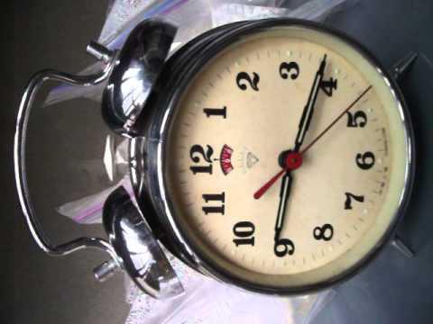 Reloj Despertador De Estilo Retro Las Manecillas Se Il