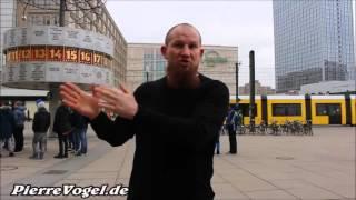 Pierre Vogel am Alexanderplatz in Berlin (Februar 2016)