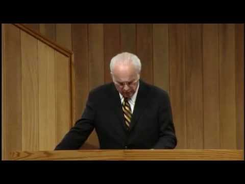The Only Road To Heaven - John MacArthur (Matthew 7:13-14) [CC]
