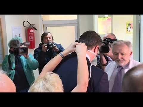 Dr Simić i majka malog Zlatana povodom posete predsednika Vučića Institutu za majku i dete