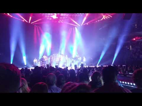 Maroon 5 - Sunday Morning/Makes Me Wonder Live From The Bradley Center