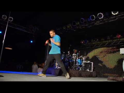 Chris Brown -- Crawl ( Live - Fan Audience Appreciation Tour ).mp4