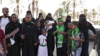 سعوديات حضرن عرضا فنيا في ملعب رياضي بمناسبة اليوم الوطني
