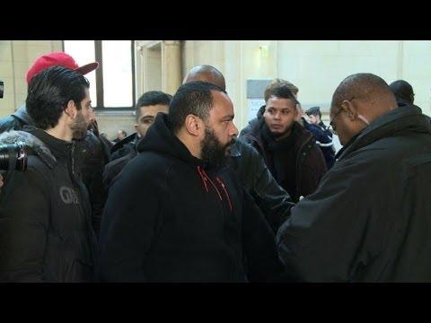 Hollande supports calls to ban controversial comedian Dieudonné