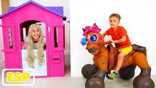Vlad y Nikita montan en Caballo de juguete y ayudan a la princesa