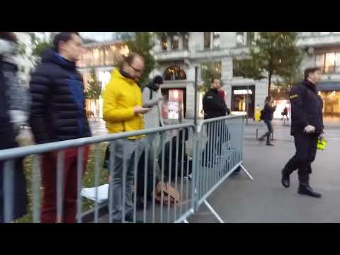 Start iPhone X Zürich - Apple Store Zürich - 03. Nov 2017 - 07:24 AM MEZ