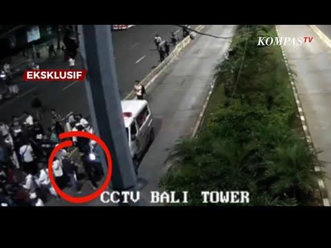 Detik-Detik Massa Terduga Perusuh Di Aksi 22 Mei Turun dari Ambulans Terekam CCTV
