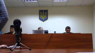 Суддя Скрипченко Ст. А. грає в іграшку на засіданні суду.