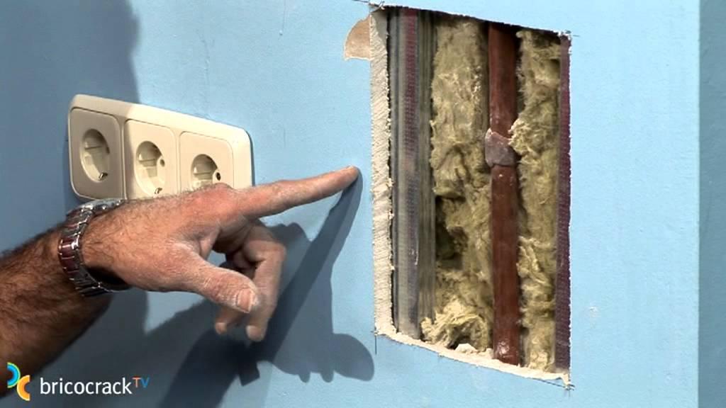 Reparar un agujero en un tabique de yeso bricocrack for Como reparar una gotera de la regadera