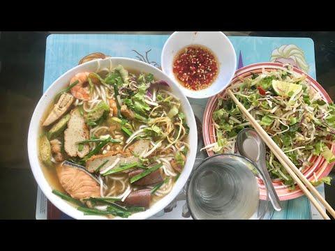 Ăn Bún Mắm cực ngon cùng Marry Phan
