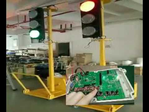 Solar wirelss portable traffic light