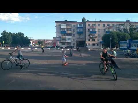 Покатушки на са́мокате на площади Урюпинска