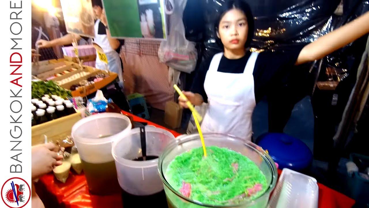 The Thai Street Food Vendors @ Ramkhamhaeng Night Market Bangkok 2018