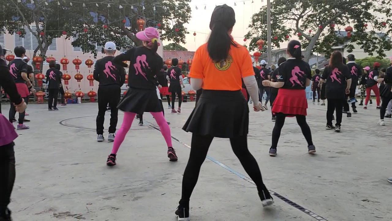 介紹今天早上馬來西亞鄉鎮獨特的排舞早操文化舞出建康舞出快樂舞出自信 - YouTube