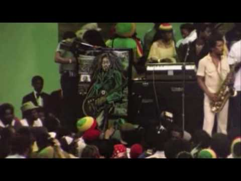 Ziggy Marley dance at Bobs funeral ( Natural Mystic )