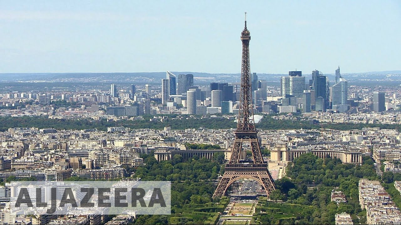 Brexit: Paris steps up efforts to lure London firms
