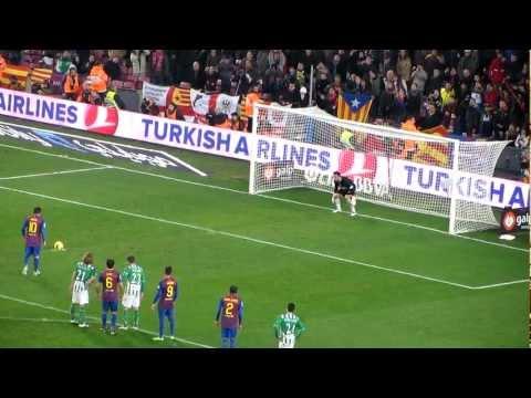 Messi marca de penalti el 4º Gol, en el Barça 4-Betis 2, el dia que va oferir la Pilota d'Or
