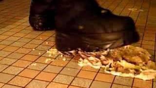 Buffalo Boots 1345 Vs. Bananen (crushing)