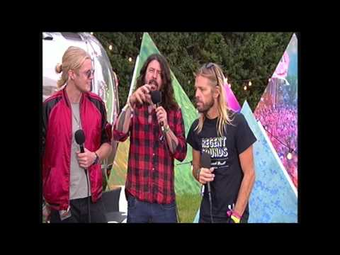 Foo Fighters interviewed (clumsily) backstage at Glastonbury 2017