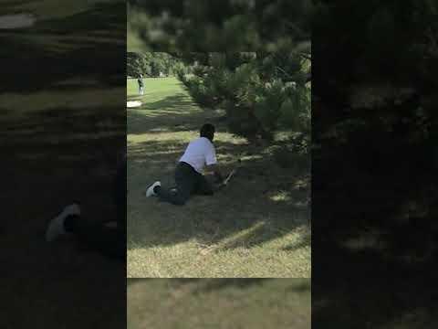 Seve Ballesteros plays unbelievable KNEELING shot! 🤷♂️👏