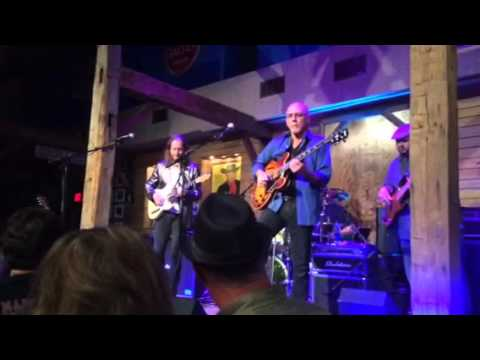 Larry Carlton & Robben Ford. Dosey Doe in Houston 11/16/2014