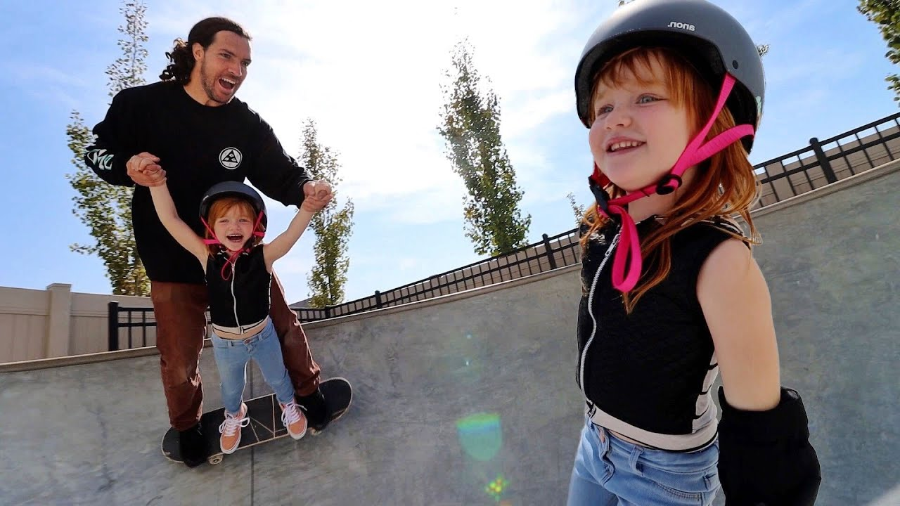 FAMiLY SKATE SESH!!  Adley skateboard routine, backyard skate park play, Niko learns new tricks 🛹