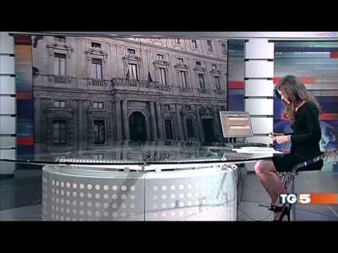 Ведущая забыла, что сидит за прозрачным столом - Познавательные и прикольные видеоролики