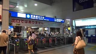 深夜でもたくさんの乗客が行き交う品川駅の京急乗換え改札口