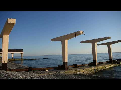 фото пляжа курортного городка в адлере