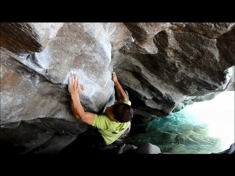 Bouldering Magic Wood (Never ending story 1+2 // nothing changes)