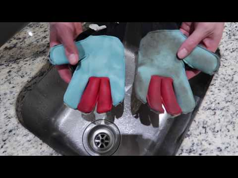 How to Clean Goalkeeper Gloves