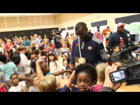 Cary Woods Elementary School students surprise Auburn football player Jonathan Wallace